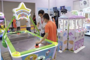 Air Hockey;Prize Claw Machine