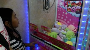 toy claw crane machine