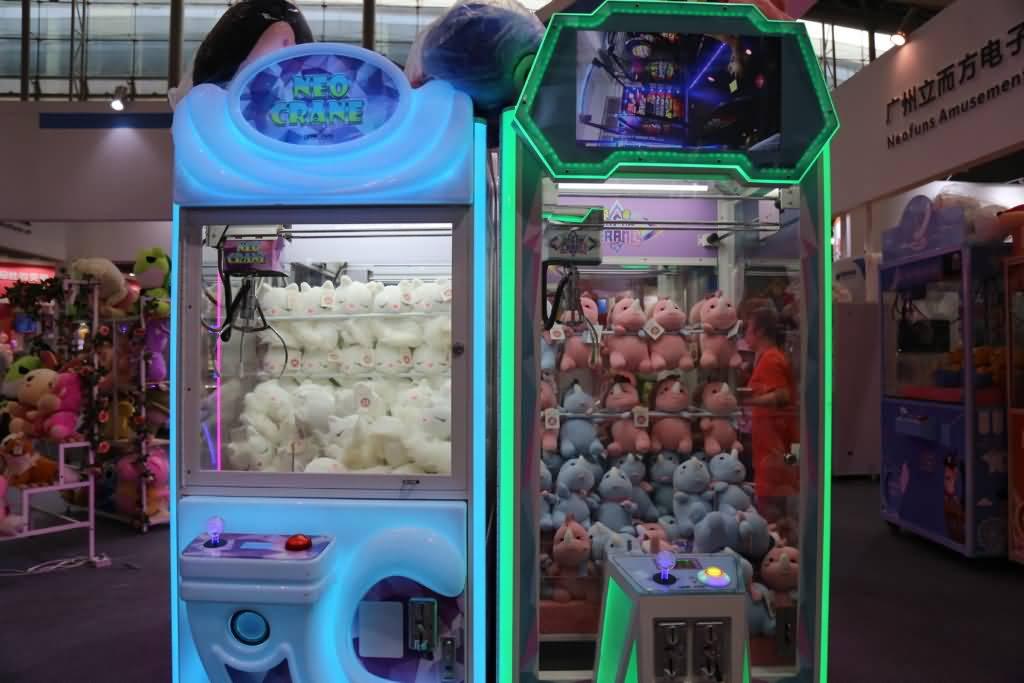 claw crane machine in game center