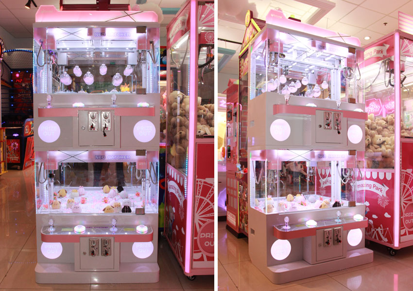 neo catcher 4 person claw machine display